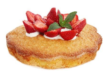 Przepis na ciasto z bitą śmietaną i truskawkani