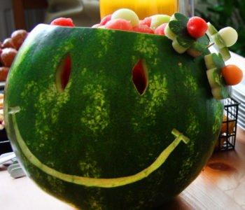 Uśmiechnięta sałatka owocowa – przepis