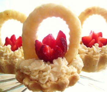 Przepis na truskawki w koszyczkach z ciasta francuskiego