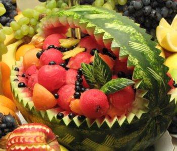 Przepis na sałatkę owocową w kołysce z arbuza