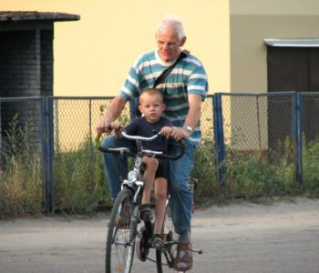 Dziecko z dziadkiem