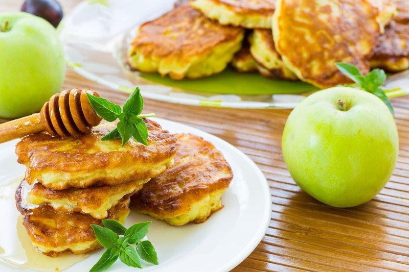 przepis na placki z jabłkiem