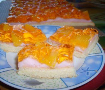 Przepis na ciasto brzoskwiniowe z budyniem