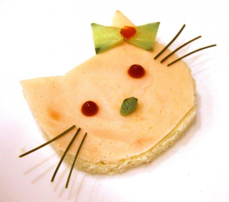 Przepis na kanapkę Hello-Kitty-na-talerzu