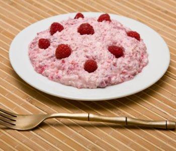 Przepis na sałatkę owocową z serkiem lub jogurtem