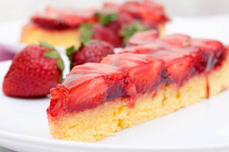 łatwe ciasto z galaretką i truskawkami przepis