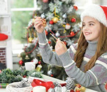 Aniołki, bombki, świeczniki – ozdoby świąteczne, które zrobisz z dziećmi