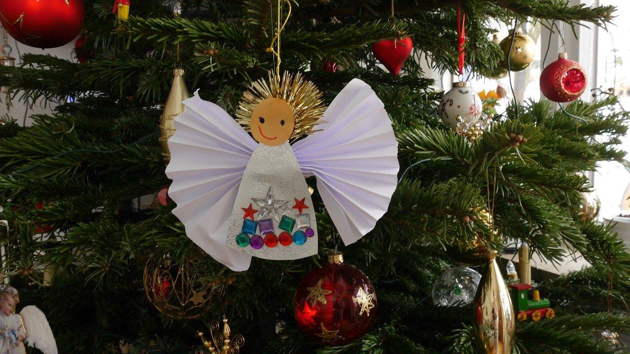 aniołek z papieru na choinkę