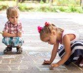 Pomysły na zabawę z dziećmi na dworze