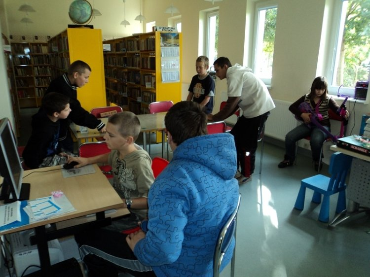 Miejska Biblioteka Publiczna w Gdyni Dąbrowa zaprasza