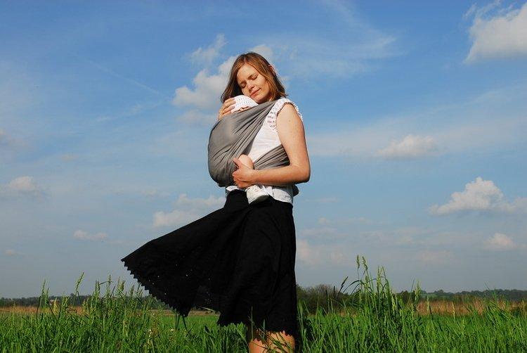 Wybór chusty do noszenia dziecka