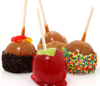 Przepis na słodkie jabłuszka w czekoladzie z posypkami