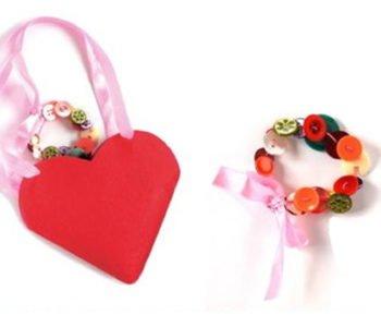 Prezent dla mamy – torebka serce i bransoletka
