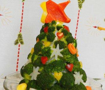Przepis na choinkę z brokułów z ozdobami z warzyw