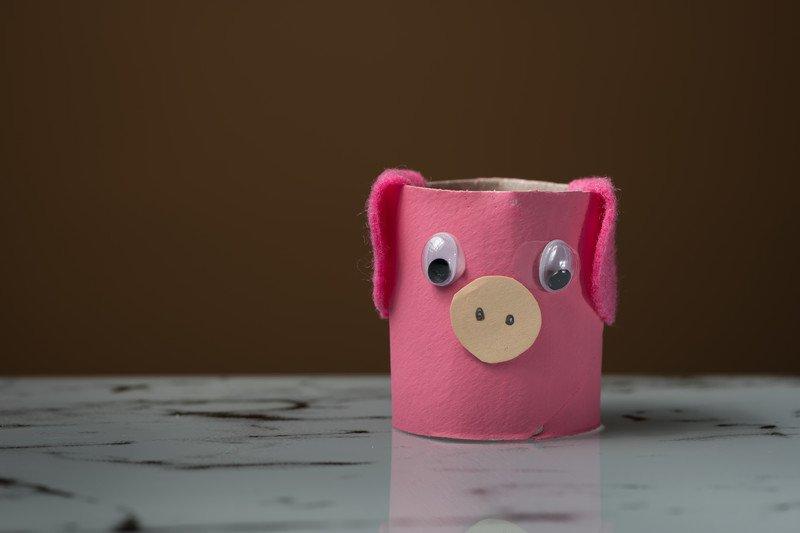 Świnka z rolek po papierze toaletowym, proste, zabawy w domu z dziećmi
