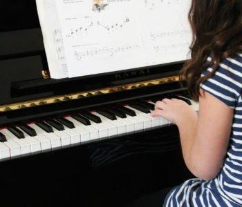 Nauka grania na pianinie