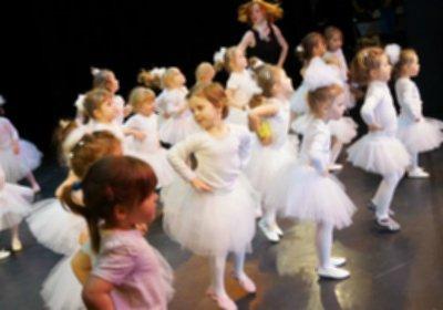 Dzieci-dzieciom-taneczny-występ.-Szczecin