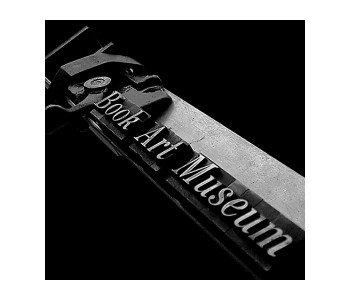 Muzeum Książki Artystycznej w Łodzi logo z czcionek