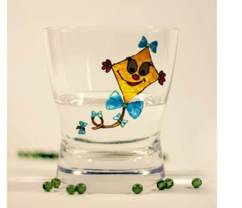 witrażowa szklanka