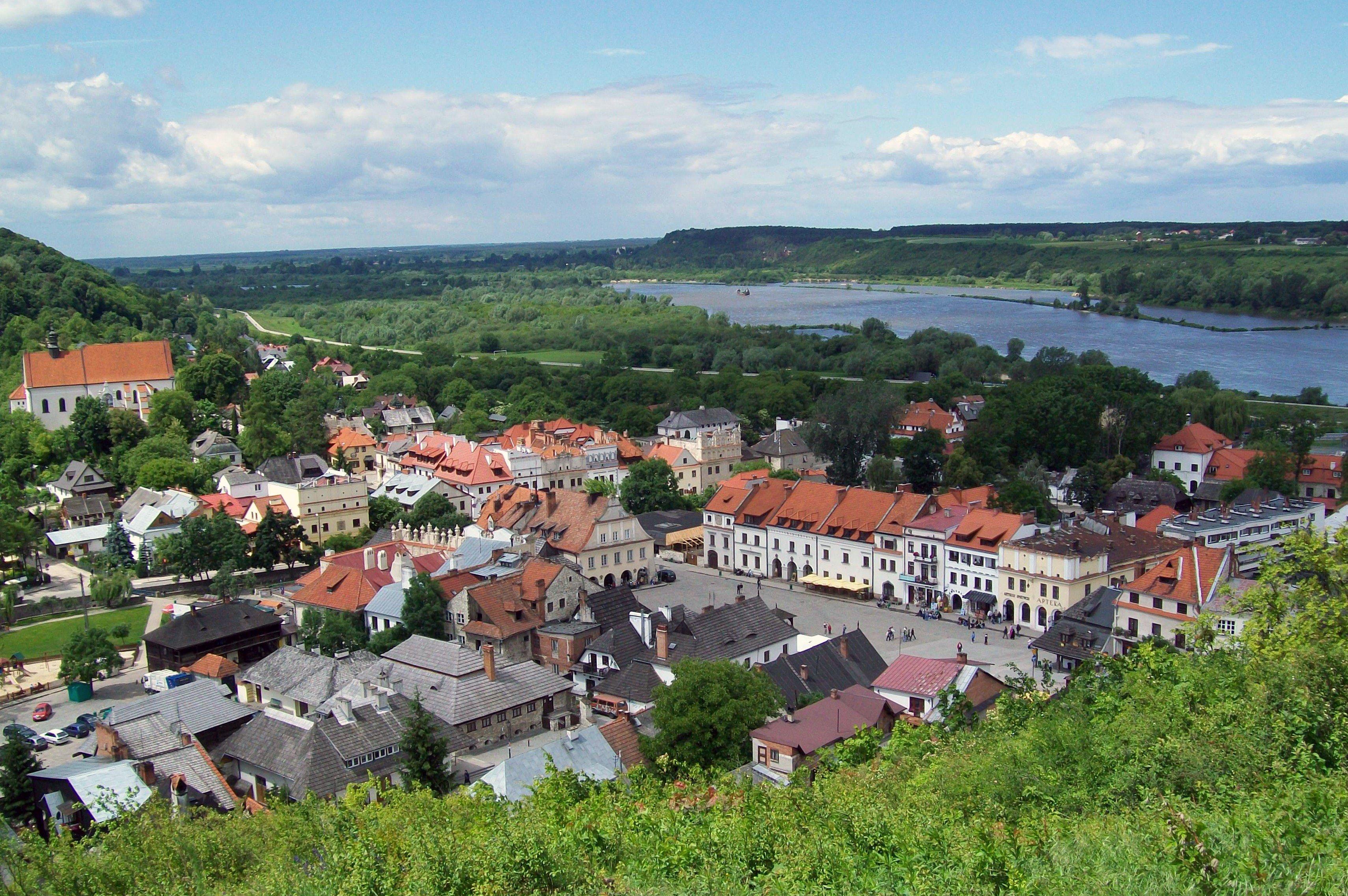 Widok na Kazimierz Dolny ze Wzgórza Trzech Krzyży