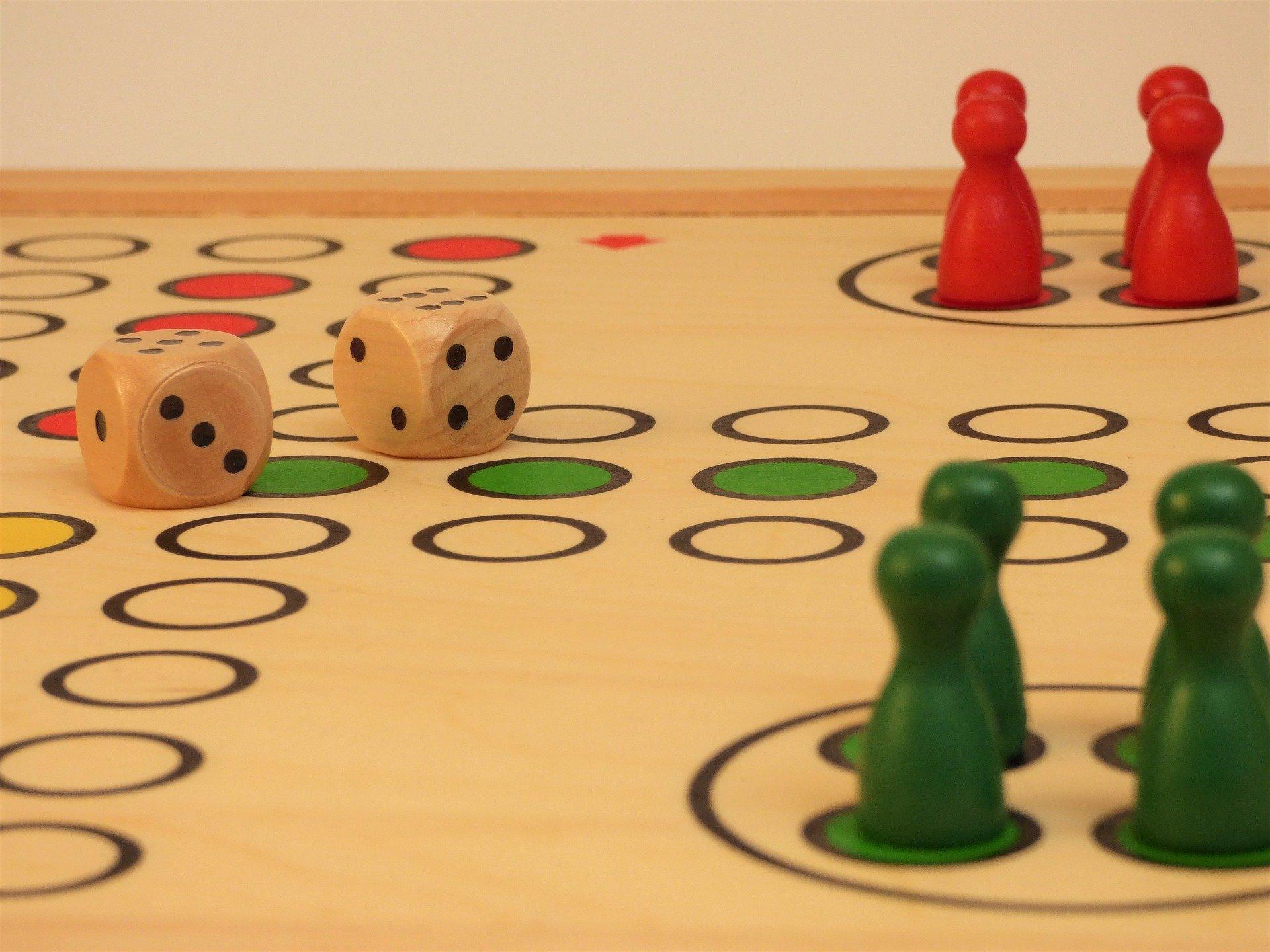 Gra w chinczyka wesoły wiesrzyk dla dzieci