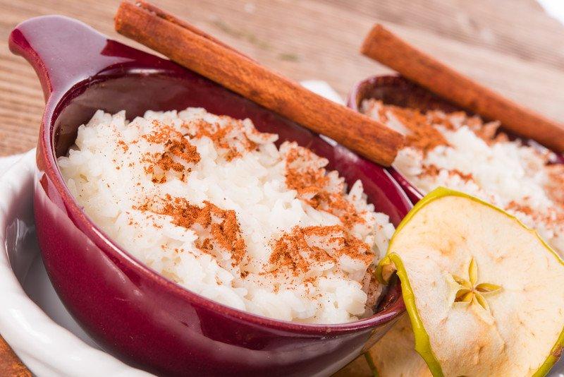 przepis na ryż z jabłkami i cynamonem