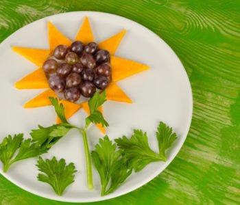 przepis na kwiatek z winogron i mango