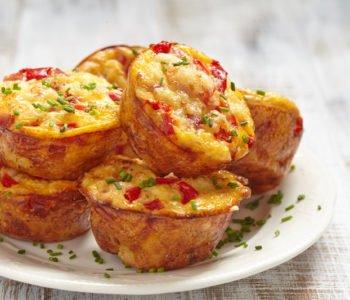 Przepis na muffinki z pieczarkami, papryką i serem
