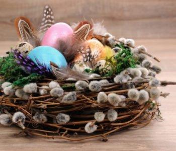 Wielkanocna dekoracja stołu – gniazdko dla ptaków
