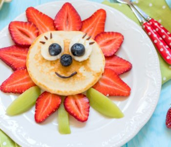 Przepis na wesołe mini naleśniki z owocami