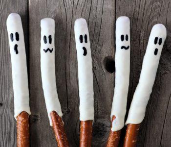 Przepis na lukrowane patyczki – duszki na Halloween