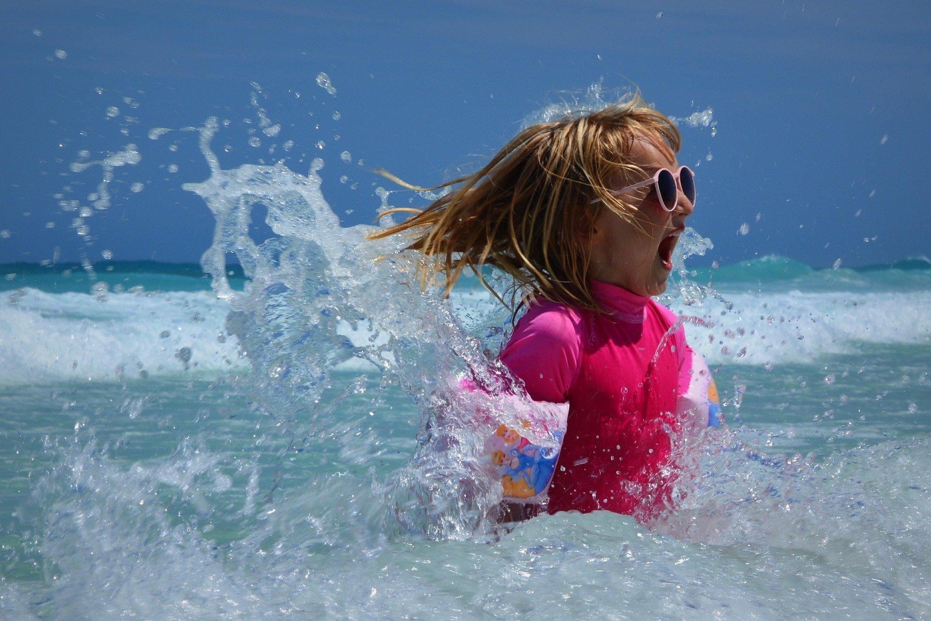 Wesoła kąpiel wierszyk piosenka dla dzieci na wakacje