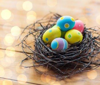 Wielkanocny stroik w gniazdku
