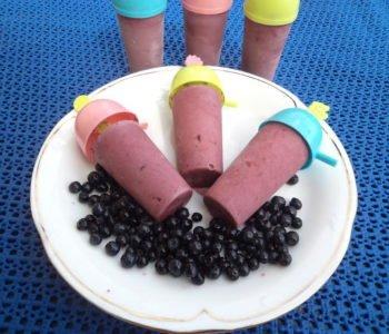 Przepis na domowe lody jagodowe