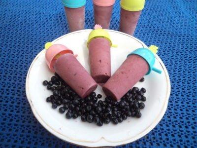 Domowe lody jagodowe - przepis dla dzieci