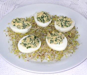 Jajka faszerowane ze szpinakiem