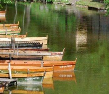Krutyń – przejażdżka łódką pychówką