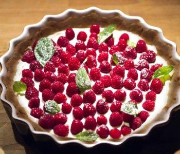 Przepis na malinowy zawrót głowy – ciasto malinowe bez pieczenia