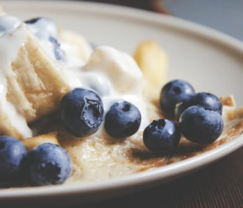 Przepis na naleśniki z jagodami i serkiem