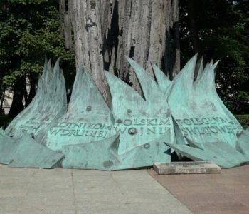 Wokół Pomnika Lotników