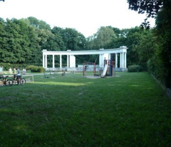 Plac zabaw i amfiteatr