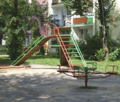plac zabaw ul. Walecznych 4