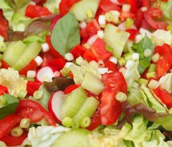 Szybka letnia sałatka warzywna