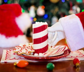 Święty Mikołaj nocą wędruje