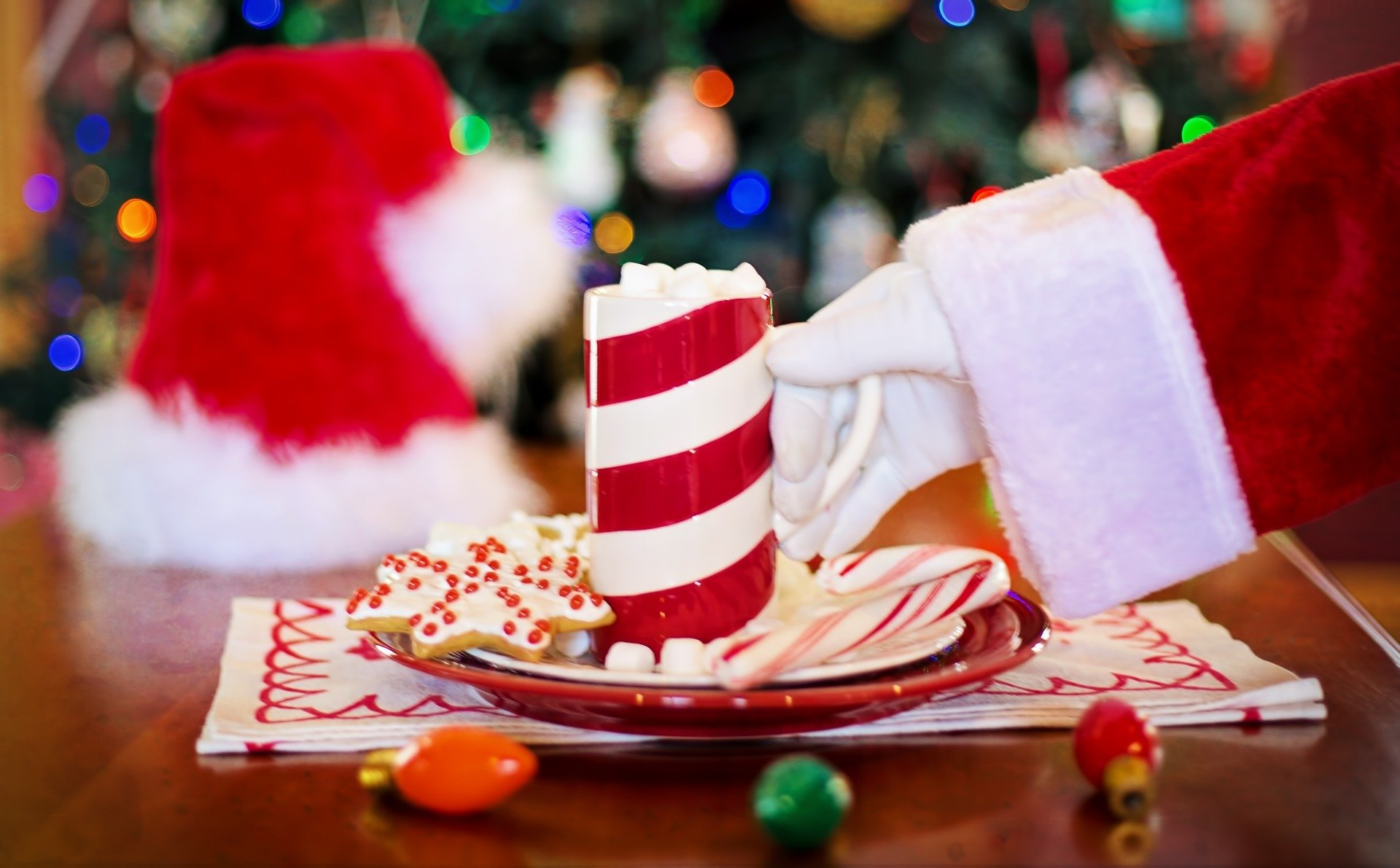 Święty Mikołaj nocą wędruje piosenka dla dzieci, tekst i melodia