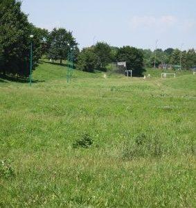 boiska i jeszcze więcej zieleni
