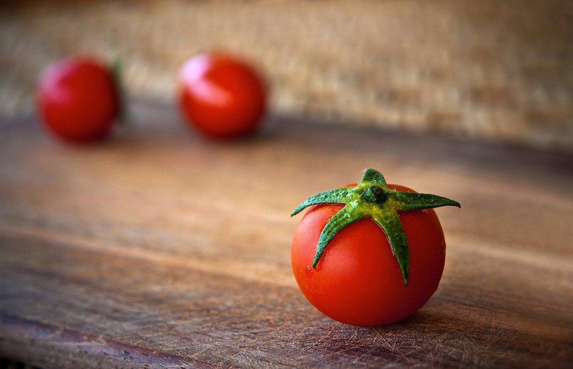 Pomi-pomi-pomidorek, wierszyk dla dzieci o warzywach