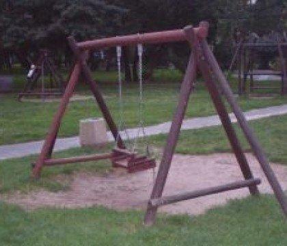 Plac zabaw w parku przy Opaczewskiej