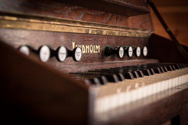 Instrument pianino
