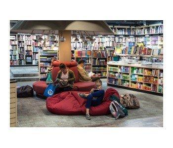 czytelnia w bibliotece